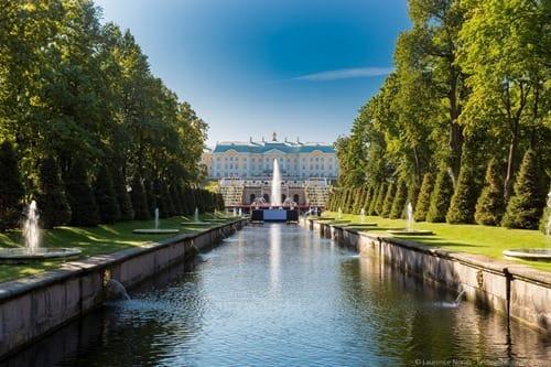 Peterhof palace main cascade and palace fountains