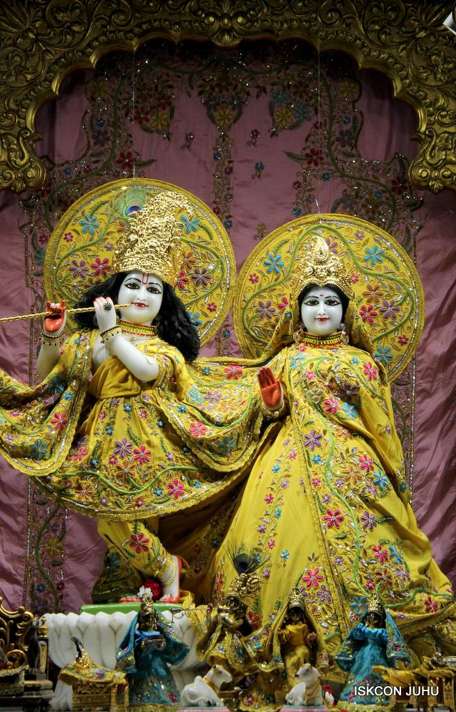 ISKCON Juhu Mangal Deity Darshan on 19th Oct 2016 (18)