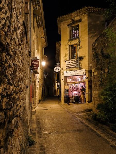Saint-Guilhem-le-Désert am Abend