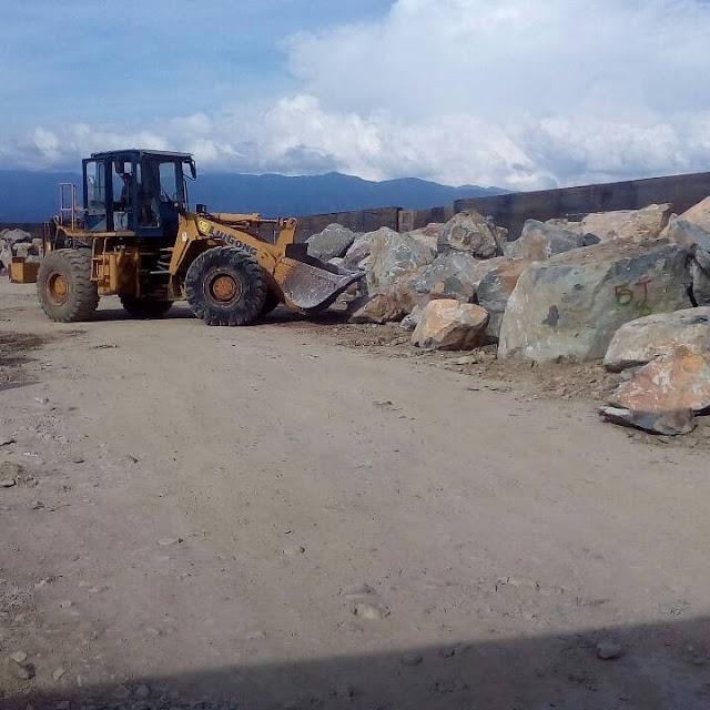 batu bolder palu sulawesi