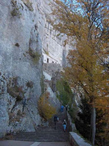 Arrivée à la grotte de Marie-Madeleine
