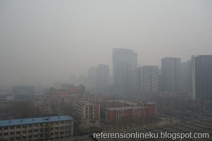 Polusi udara di Beijing akibat pembakaran produk minyak bumi