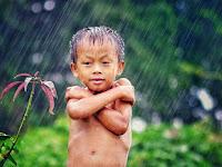 Ternyata Hujan-Hujanan Banyak Manfaatnya