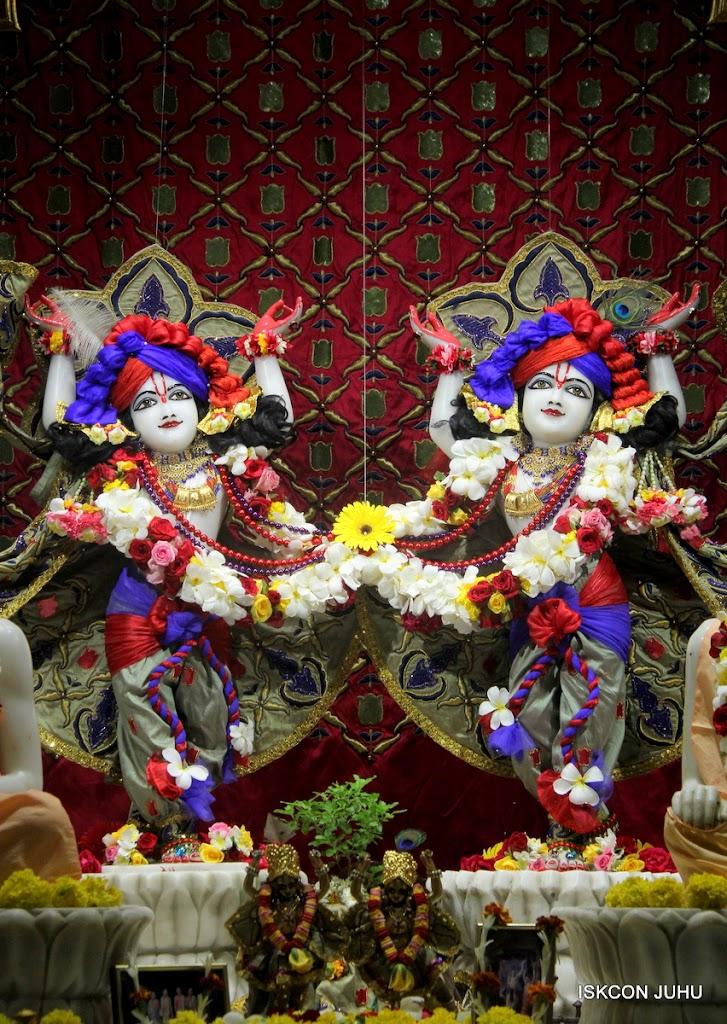 ISKCON Juhu Sringar Deity Darshan on 24th June 2016 (45)