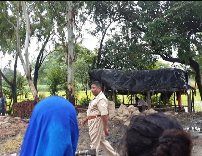 पुलिस की मौजूदगी में दबंगों ने उजाड़ा गरीब का आशियाना