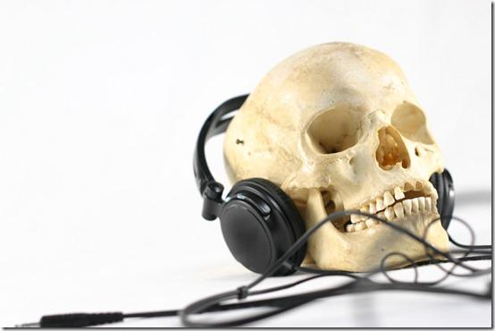 calavera con auiriculares