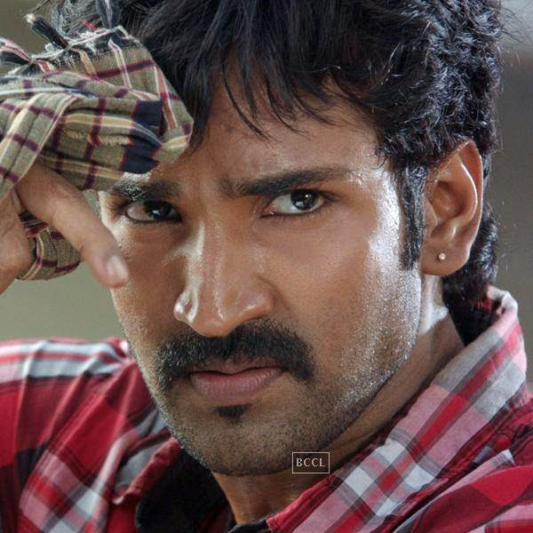 Aadhi in a still from Tamil movie Yagavarayinum Naa Kaakka. (Pic: Viral Bhayani)