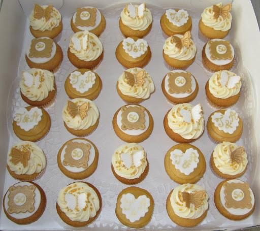 106-Gouden bruiloft cupcakes.JPG