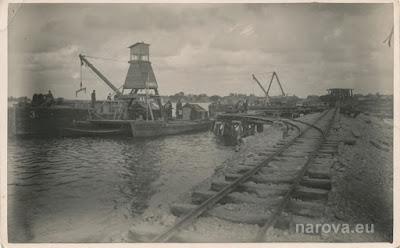 Плавающие краны на строительстве 4-го мола.30.08.1934 г.(из личного архива автора)