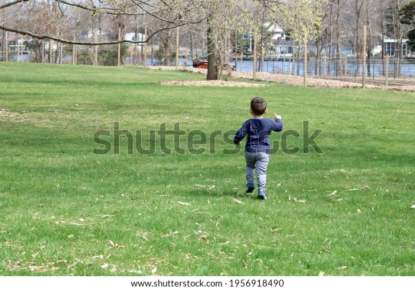 can you really make money on shutterstock and what pictures sell