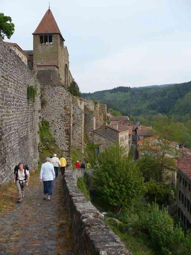 Montée à l'abbaye de Chanteuges