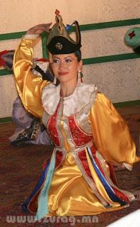 Монгол ардын бүжиг /Photography by Icemilk/