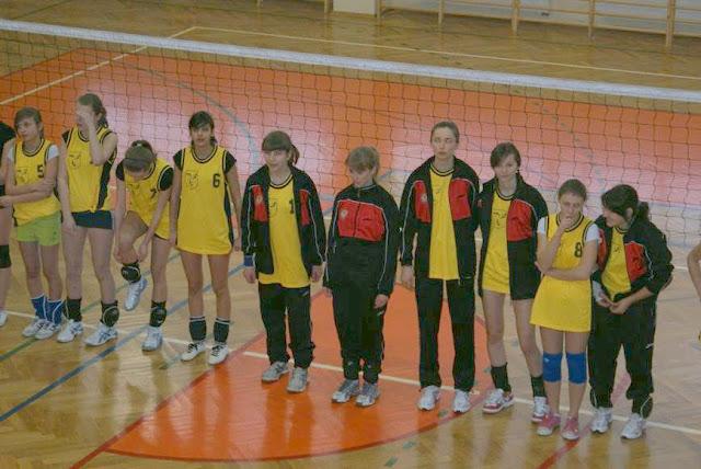Zawody siatkarskie dziewczat 1 marca 2011 - DSC09275_1.JPG