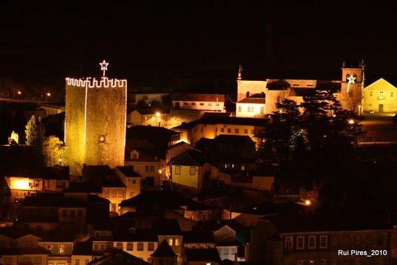 Lamego à noite com castelo em fundo natal 2010 (3)
