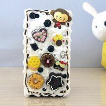 Celular decorado com silicone e doces de fimo