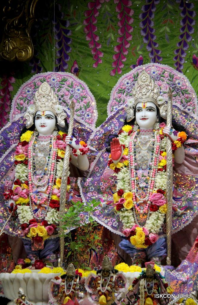 ISKCON Juhu Deity Darshan on 20th Oct 2016 (56)