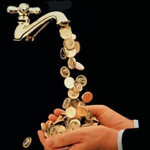 mano-llave-monedas-dinero
