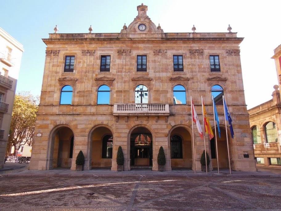 ¿Qué ver en Gijón en un día? y el MUMI: Ayuntamiento
