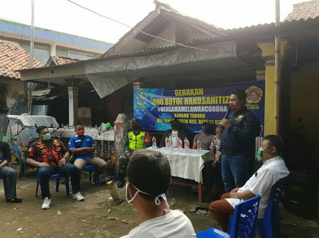 1000 Botol Hand Sanitizer Dari Karang Taruna Untuk Warga Marga Mulya