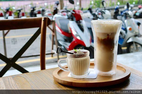 Coffee Smith台中店,友善提供寵物用小碗,隱身華美街的愜意午後時光