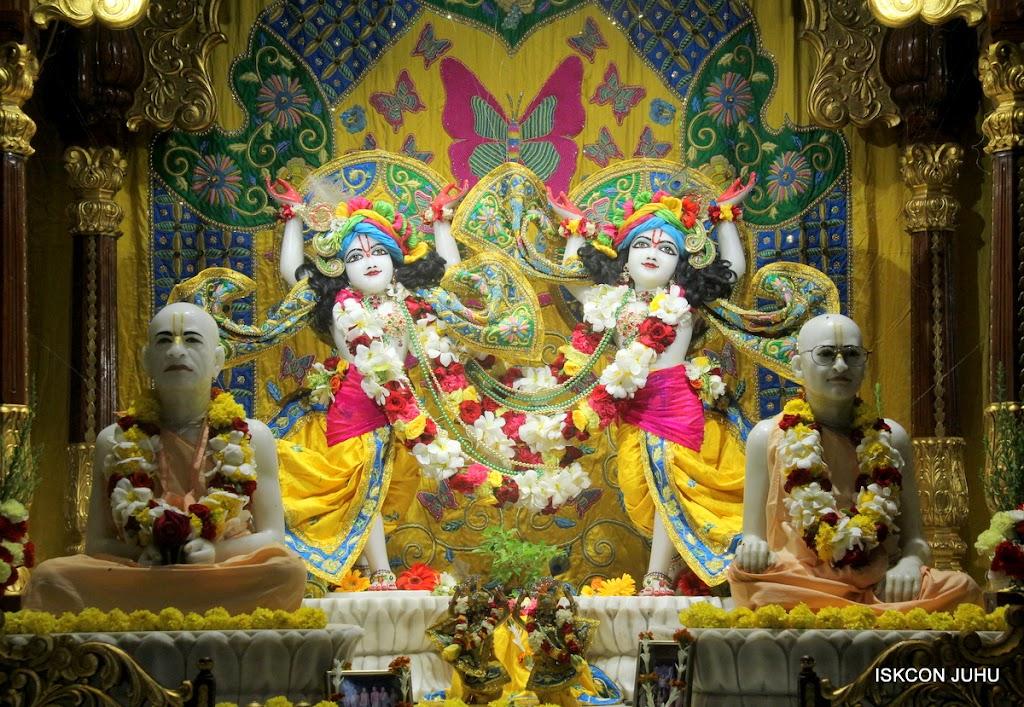 ISKCON Juhu Sringar Deity Darshan on 26th June 2016 (42)