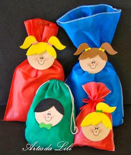 lembrancinhas sacolinhas de TNT com EVA