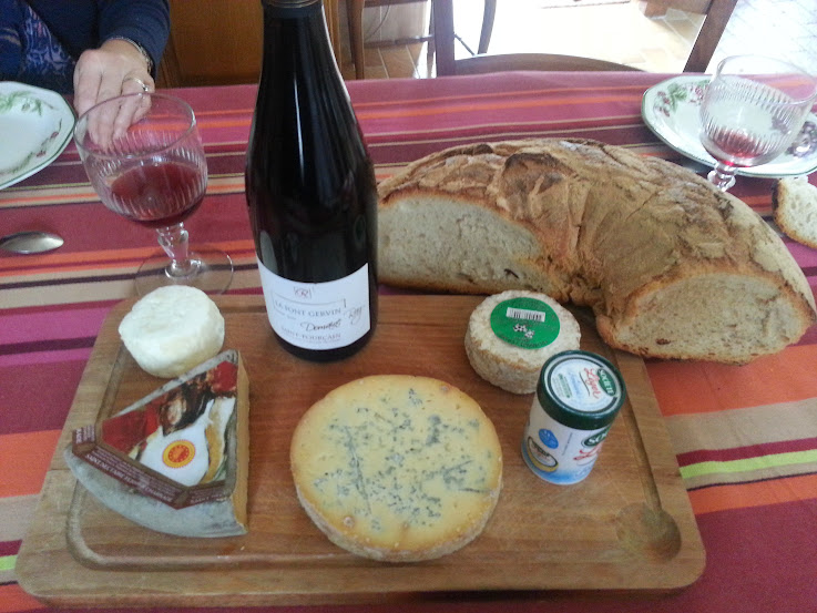 French Cheese and wine auvergne