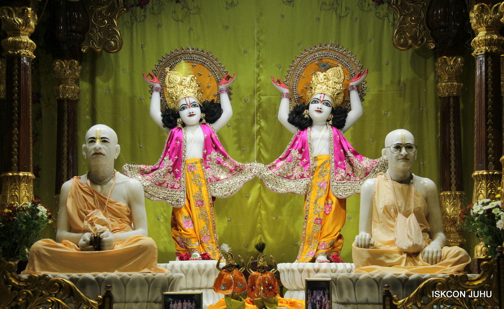 ISKCON Juhu Mangal Deity Darshan on 3rd Oct 2016 (32)