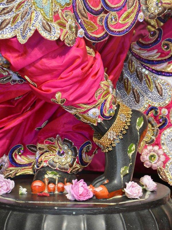 ISKCON Ahmedabad Deity Darshan 12 Mar 2016 (1)