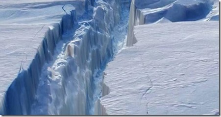 Antarctic ice crack