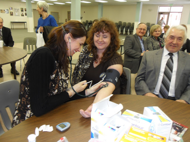 Spotkanie medyczne z Dr. Elizabeth Mikrut przy kawie i pączkach. Zdjęcia B. Kołodyński - SDC13634.JPG