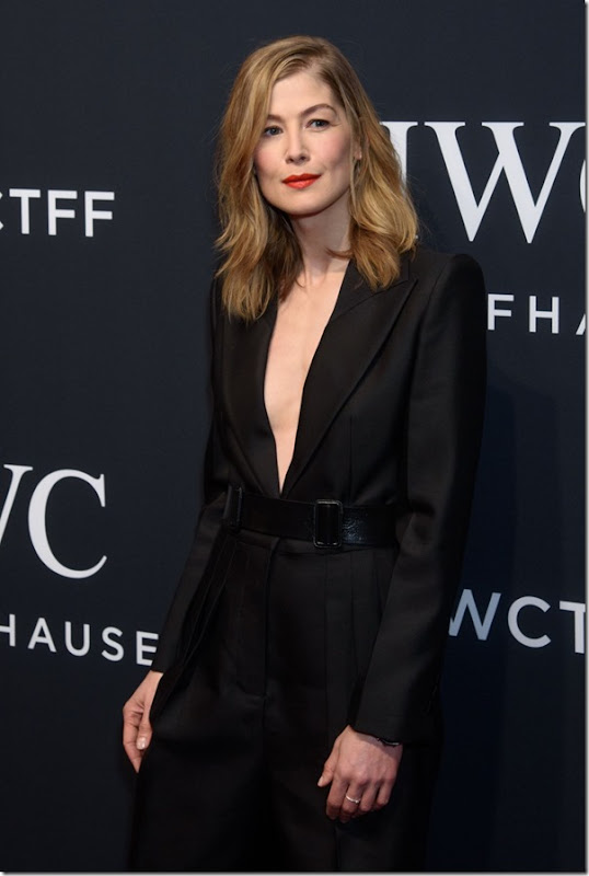 rosamund-pike-iwc-schaffhausen-for-the-love-of-cinema-gala-at-tribeca-2017-8