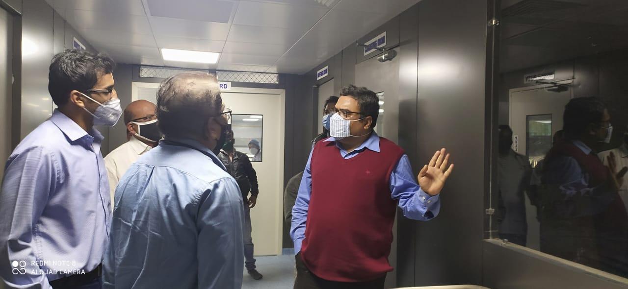 संभाग आयुक्त डाॅ. पवन शर्मा ने जिला चिकित्सालय का औचक निरीक्षण किया