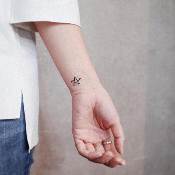 este_simplista_tatuagem_de_estrela