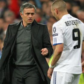 Mourinho talks to Benzema during the match agaisnt Lyon