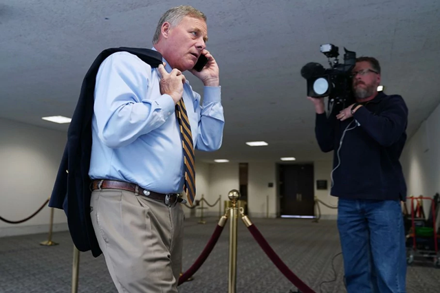 Sen. Richard Burr (R-N.C.) arrives for a classified hearing at the Hart Senate Office Building on Capitol Hill in October 2017. Photo: Chip Somodevilla / Getty Images