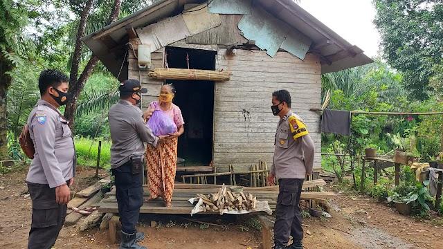 Jelang Ramadhan, Police Care Kelumpang Hilir berbagi Sembako