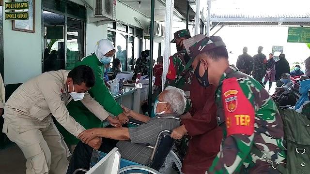 Babinsa Kodim Blora dampingi Vaksinasi  Covid-19 tahap pertama bagi Purnawirawan