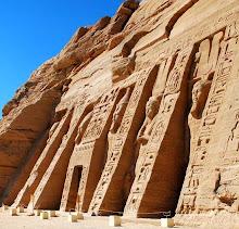 abu-simbel-at-the-nefertari-temple