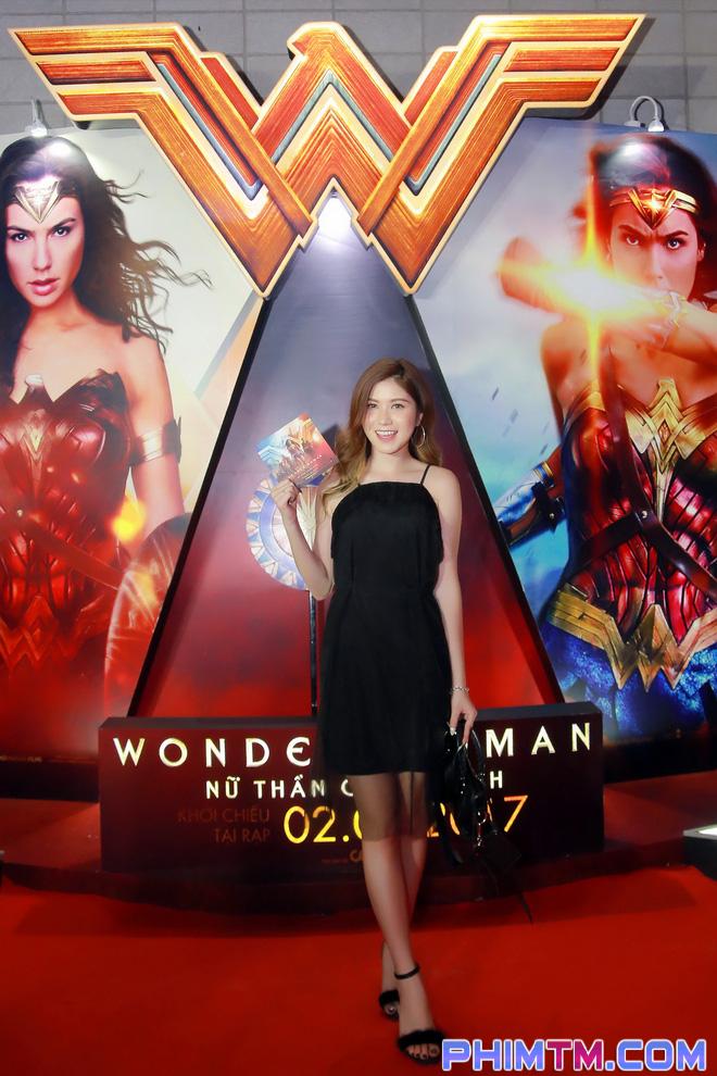 Á hậu Huyền My giản dị nhưng vẫn nổi bật tại buổi ra mắt Wonder Woman - Ảnh 2.