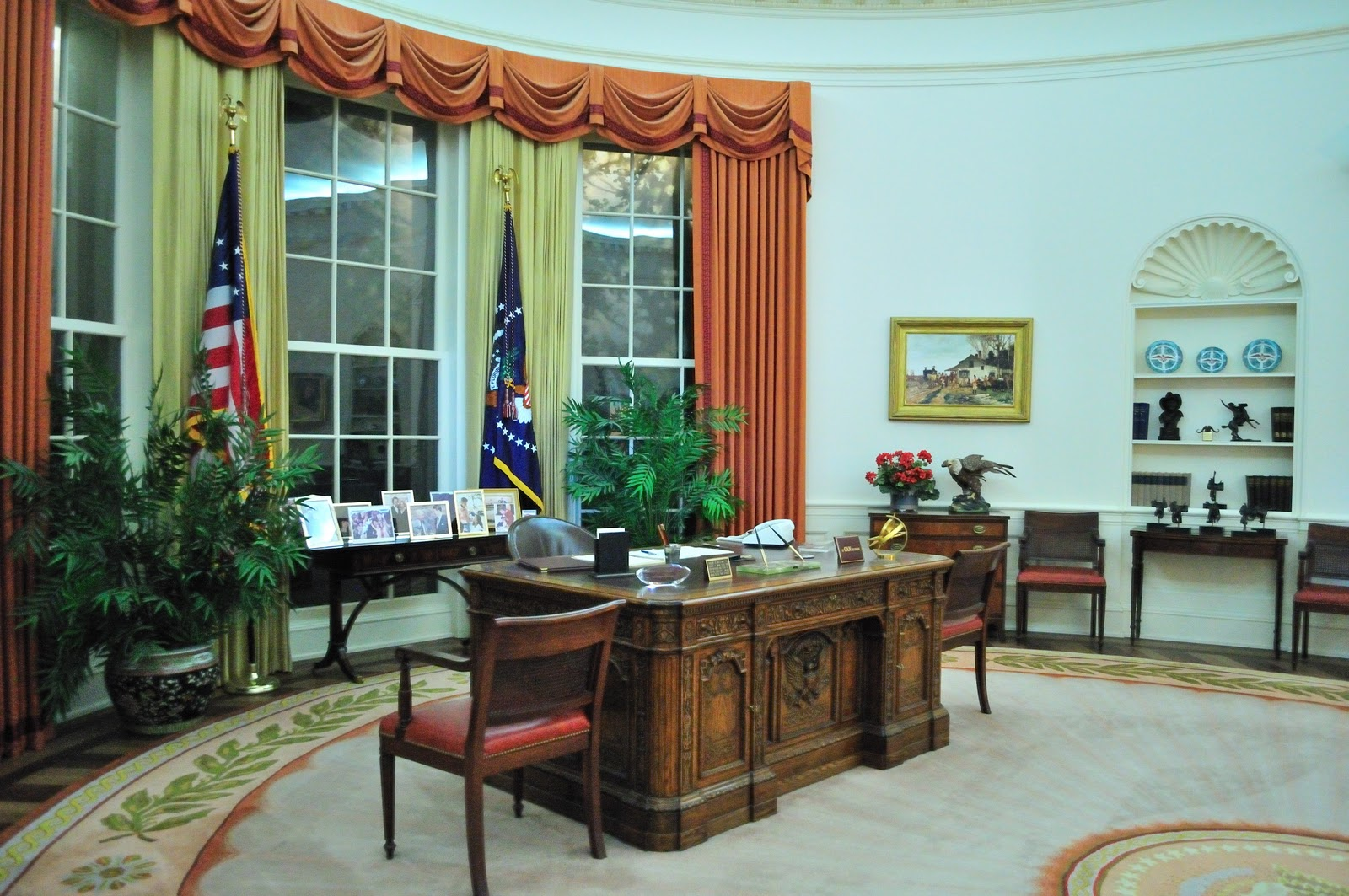 ronald reagan oval office. Saw A Replica Of The Oval Office As It Was When Reagan Occupied Ronald