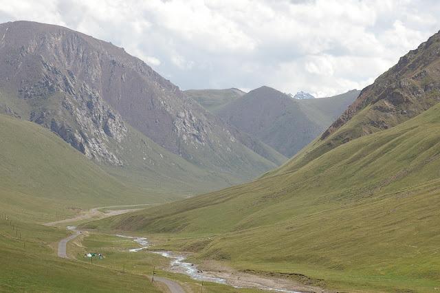 Chon Ashuu : le campement au bord de l'Ottuk (3300 m), 7 juillet 2006. Photo : J.-M. Gayman