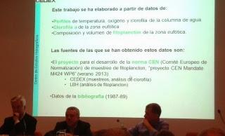 El moderador junto a Miguel Alonso y Antonio Guillén