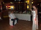 Judit, a menyasszony énekkel lepte meg ifjú férjét. Lajosnak ettől le kellett ülnie.