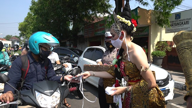 Libatkan Sosok Gajah Mada dan Tribuana Tunggadewi, Polresta Mojokerto Sosialisasikan Prokes