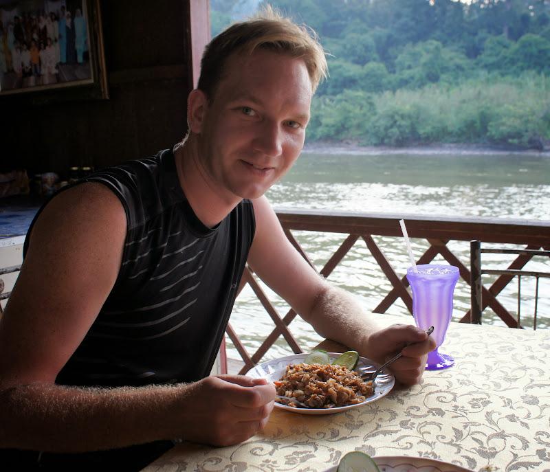 Reisnudeln im Flussrestaurant