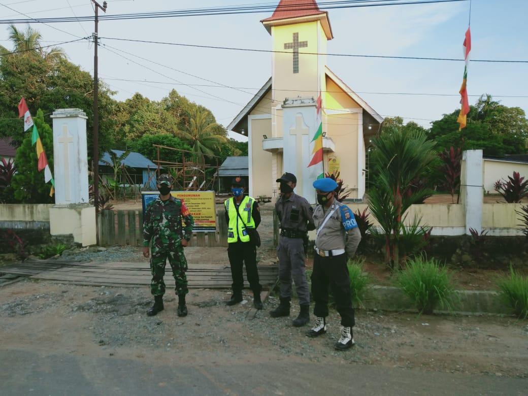 Sambut Hari Natal, Sinergitas TNI Polri Lakukan Pengamanan di Gereja Katolik Santa Maria Ratu Rosario