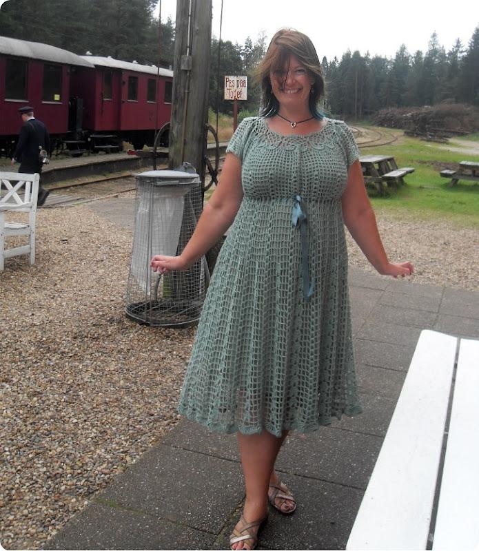 Hæklet kjole med bindebånd