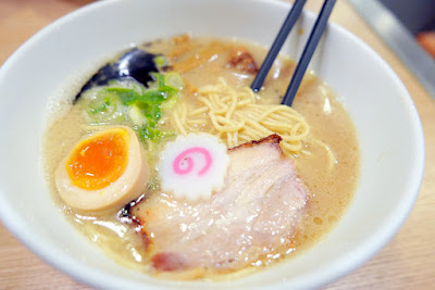 The second ramen place we decide to try at Shin-Yokohama Raumen Museum is Casa Luca featuring Milano Tonkotsu that has Italian flavor (you can order it with Peperoncino or with Parmesan)