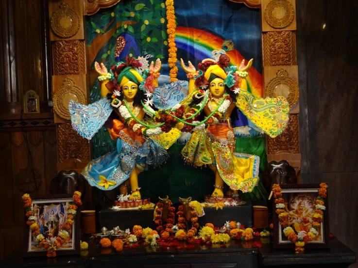 ISKCON Nigdi Deity Darshan 08 April 2016 (22)